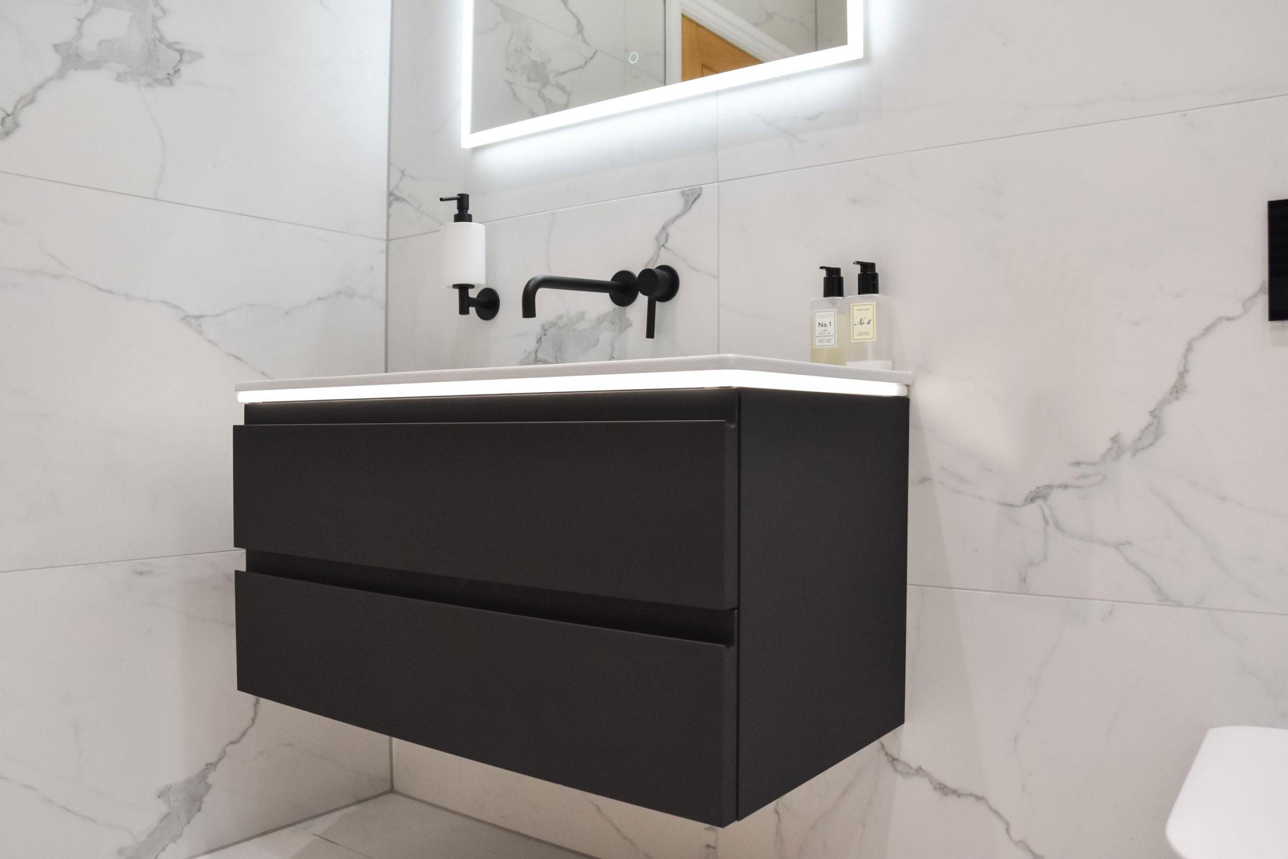 reduced horizontal image from garth & julies bathroom