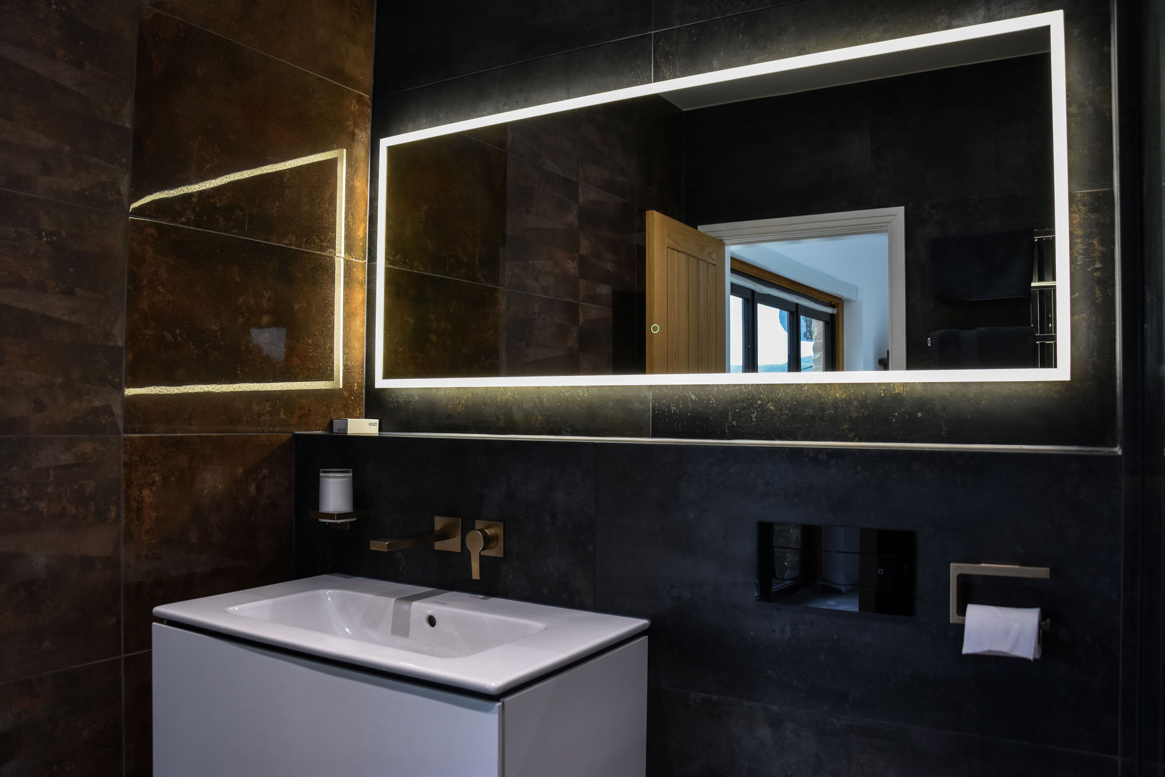 garth & julie, their master bathroom case study image horizontal image 1